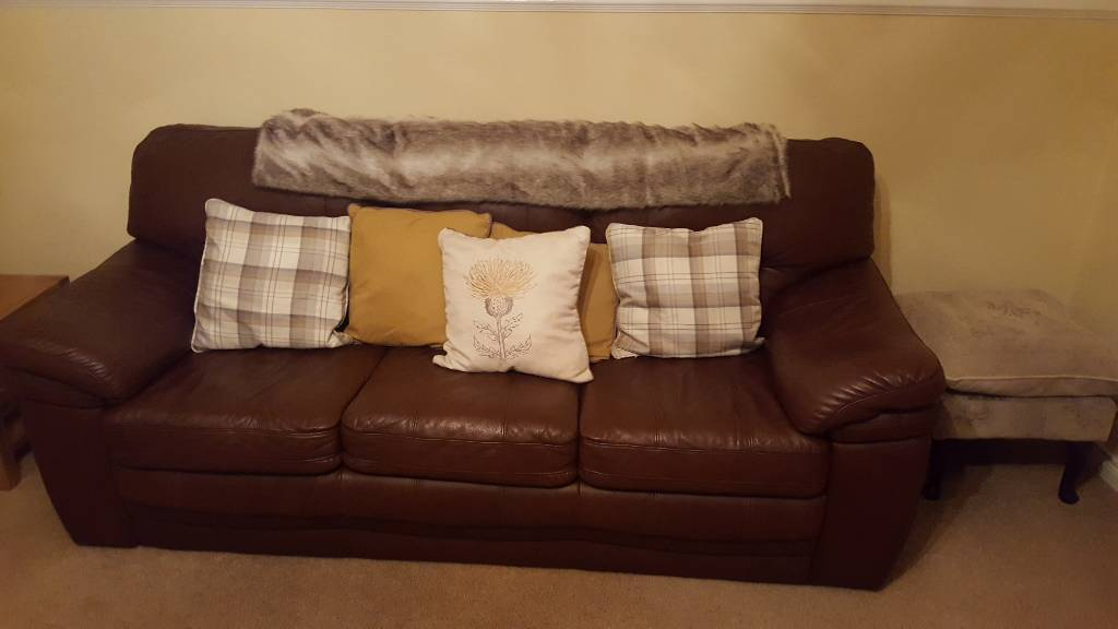3 Piece Leather suite (Brown). In excellent condition