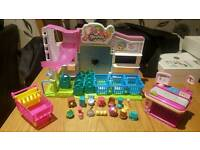 Shopkins Supermarket and 14 Shopkins