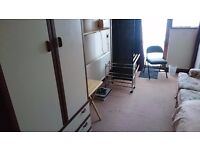 Single Room In Ruislip Manor Close to Train Stations & Bus Routes. All Bills Included Internet.