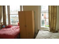 FEMALE ROOM SHARE in LARGE ROOM SHARE IN HAMMERSMITH/BARON'S COURT AVAIL NOW