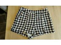 Dogtooth black and white shorts