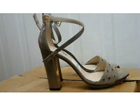 WOMENS CLARKS SIZE 5 SHOES, new,