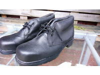 Steel Toe Work boots, Ankle Height, Black, size 9 (EU 43) Heat & Oil resistant Sole, very good cond