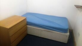 Large Single Room Available £250 PCM, MONDAY-FRIDAY ONLY