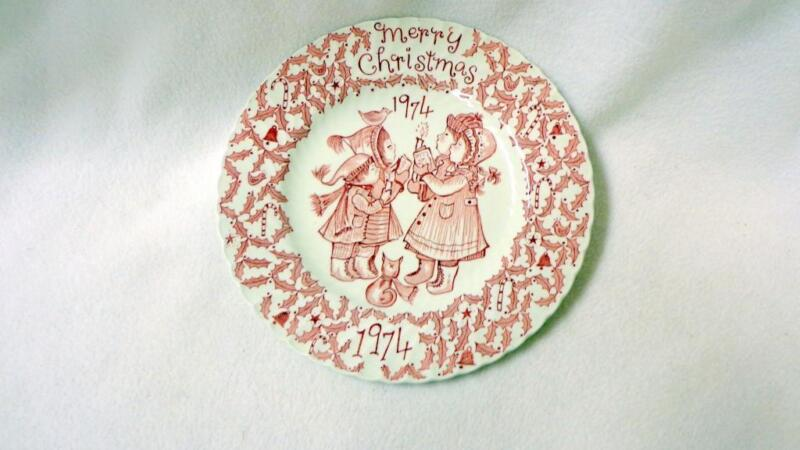 1974 ROYAL CROWNFORD  MERRY CHRISTMAS HAPPY HOLIDAY PLATE NORMA SHERMAN PINK