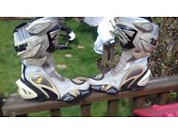 ARLEN NESS SIZE 8 BOOTS WHITE