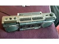 Rare, Hitachi 2 x cassette 80's , 4 band radio/tape player. Gwo