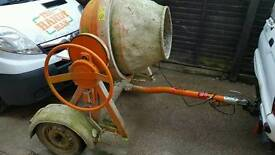 Big site cement mixer road towable to 55mph
