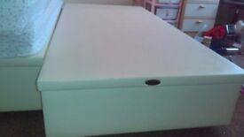 Single lather bed and matress