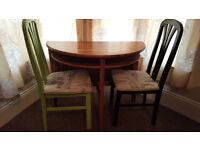 Extendable table and two chairs