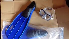 Snorkeling - Kona goggles and pair of flippers