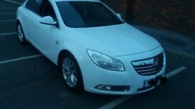 Vauxhall insignia 1.8 SRI 2011 white reliable car and never let me down but downgrading in size