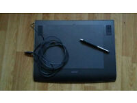 Wacom PTZ 930 tablet with stylus