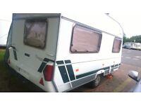 4 berth lunar chateau 400 caravan 2002 cris registered