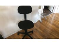 Black swivel office desk chair