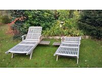 2 wooden sun loungers 5 positions and with wheels and soft cushions