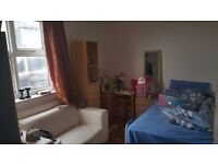 Double Bedroom to rent in a 2 Bed Flat located within 2 minutes from leytonstone Underground