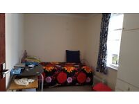 A nice single room to share in a three bedroom house on off-Lewes Road, Brighton