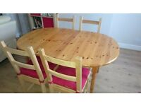 Pine Dinning table, extendable with 2 IKEA chairs