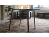 Glass/chrome-plated Table
