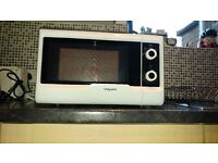 Hotpoint MW 2011 MW0 Easy Compact Solo Microwave with Dial Control, 20 Litre, White