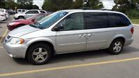 2007 Dodge Grand Caravan SXT Stow N Go, 3.8 L, Auto $ 3000 CLEAN