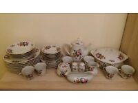 Royal Norfolk 38 piece Dinner Set & Tea Set with beautiful Pink Roses and Violets and edged in gilt