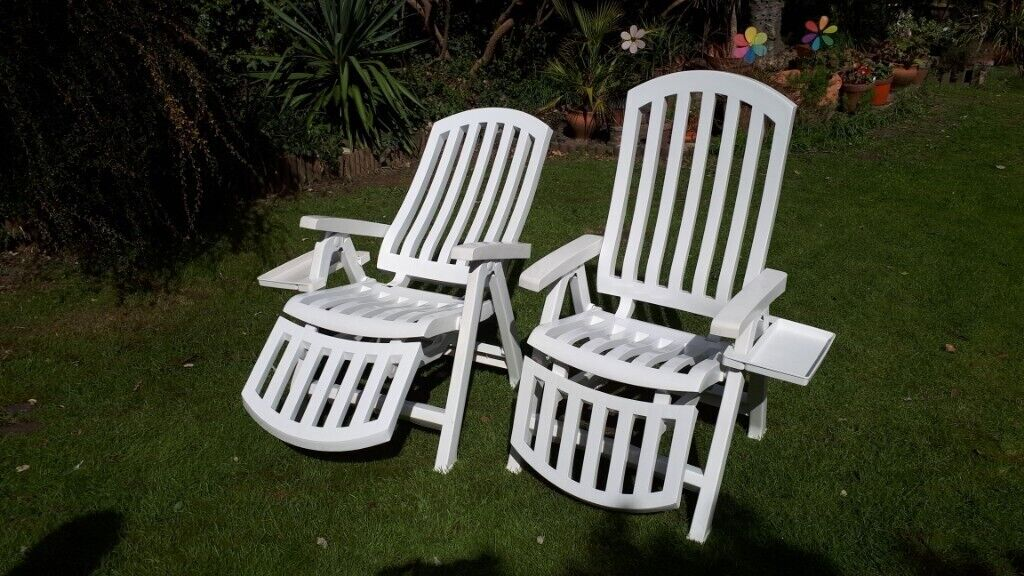 Admirable 2 White Plastic Reclining Garden Or Pool Chairs With Removable Drinks Trays In Southfields London Gumtree Short Links Chair Design For Home Short Linksinfo