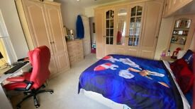Luxurious fully furnished 2 bed house in Hendon Central with a large and beautiful garden