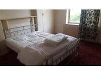 Double room in house share. 2 min to barking station. 2 weeks deposit. Internet. No agency fees