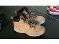 GENUINE NIKE BOOTS SIZE 9