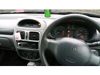 Renault Clio 1.6 automatic - MOT until November