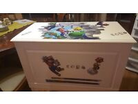 SOLID WOODEN TOYS BOX /CHEST A stunning piece of furniture