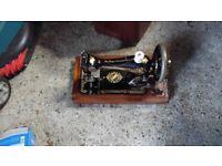 Singer Sewing Machine in Original carrying box vintage 1897