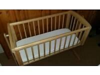 Swinging crib, mattress & mesh bumper
