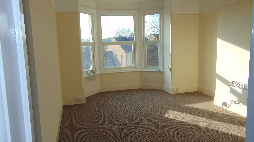 ONE BED TO LET IN COTTAGE GROVE £575 PCM READY NOW