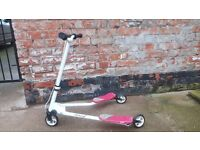 Flikker 1 Y Scooter in white and red