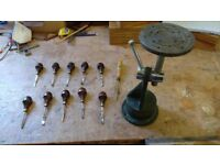 Selection of wood carving tools and carvers vice, very good condition