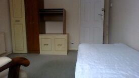 Double room in shared house in poole 2mins from tower park