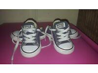 Navy Converse toddler size 5