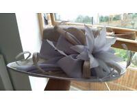 Elegant hat in tonnes blue to light grey