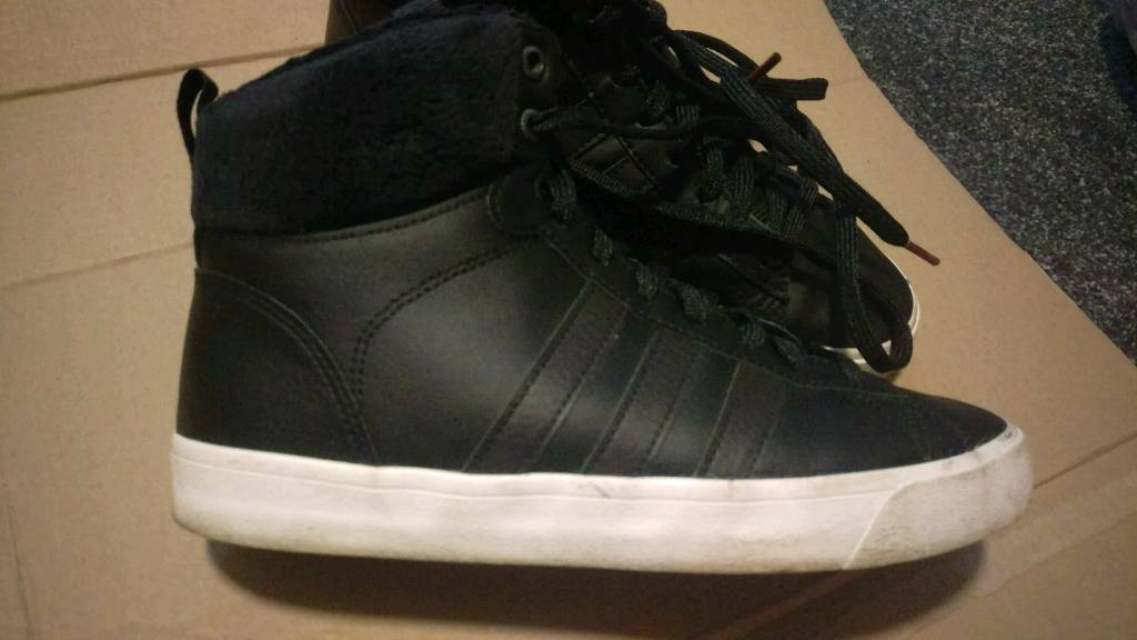 Women s Adidas high-tops trainers size 5.5  cddad088a