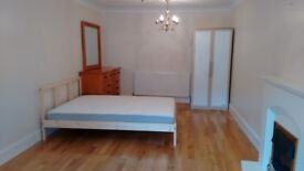 *STUDENTS - NO FEES PAYABLE!* Quality rooms in 5 bedroom house
