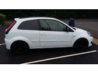 FIESTA 1.4 CLIMATE ST. LOOKS WITHOUT THE INSURANCE PEARL WHITE