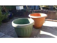 2 large plastic plant pots.