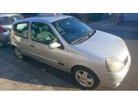 Renault Clio: Brand new MOT. Previous owner: F1 mechanic. A great car with a full service history.