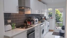 GORGEOUS ROOMS AVAILABLE IN IMMACULATE HOUSE JUST MIN FROM STREATHAM COMMON STATION / STREATHAM