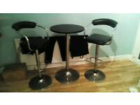 2 hydraulic stools and table
