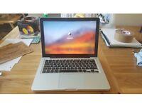 Mac Book Pro Late 2011 - 13 inch - 2.4 Ghz Intel Core i5 - 4GB RAM - 500GB