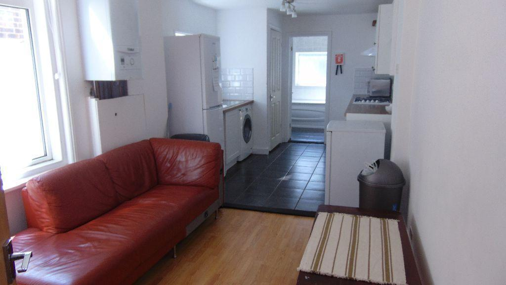STUNNING 5 BED STUDENT HOUSE TO LET IN SOUTHSEA